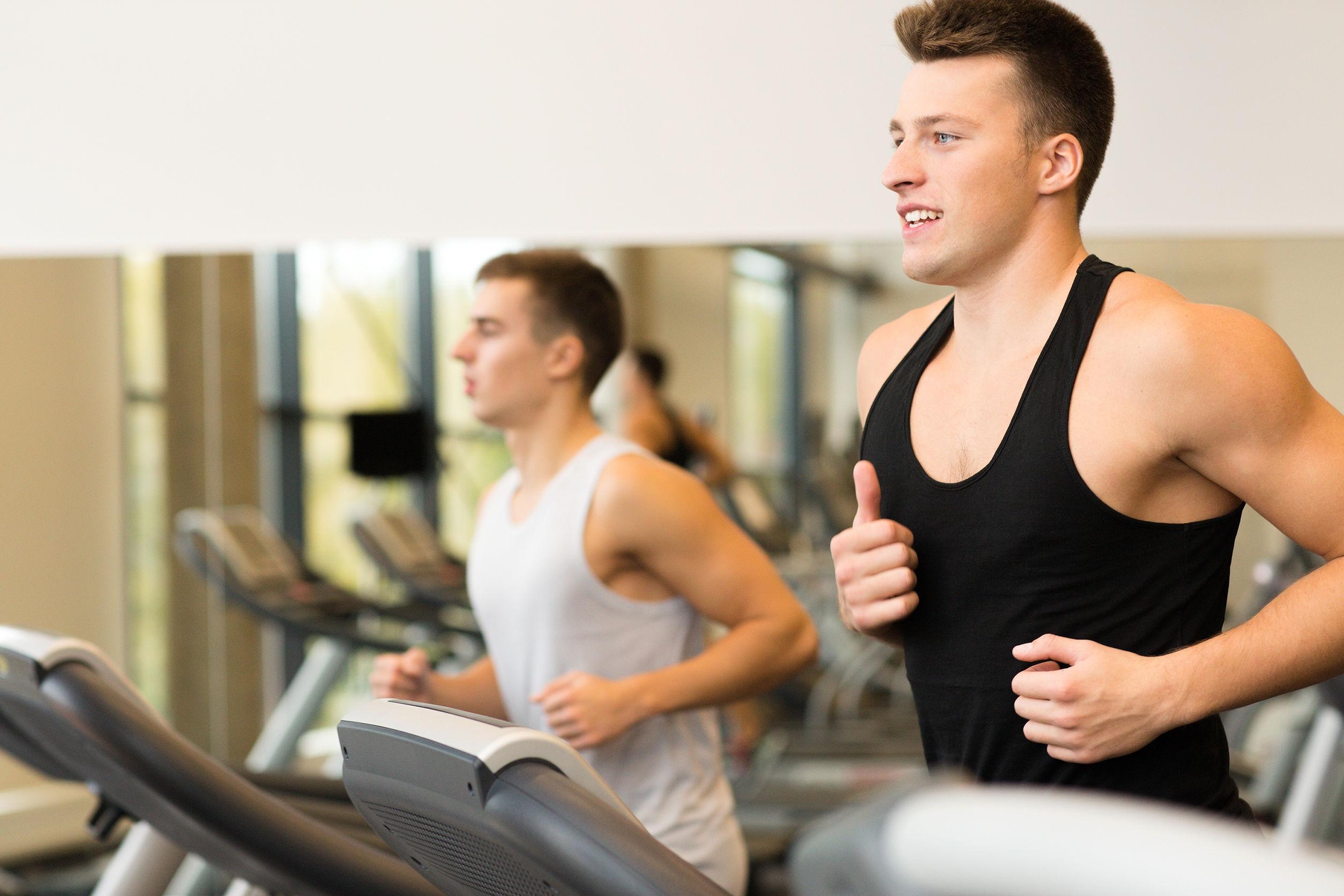 Gewicht verliezen: Cardio NA Krachttraining of toch andersom?